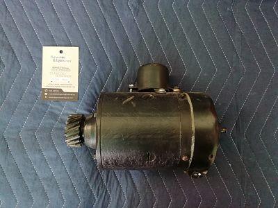 Dinamo 6 voltios para Ford modelo T reconstruida.